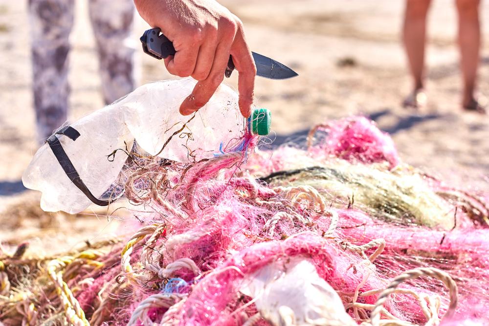 リファインバース、海洋プラごみが主原料のリサイクルナイロンを アパレル業界向けに販売開始
