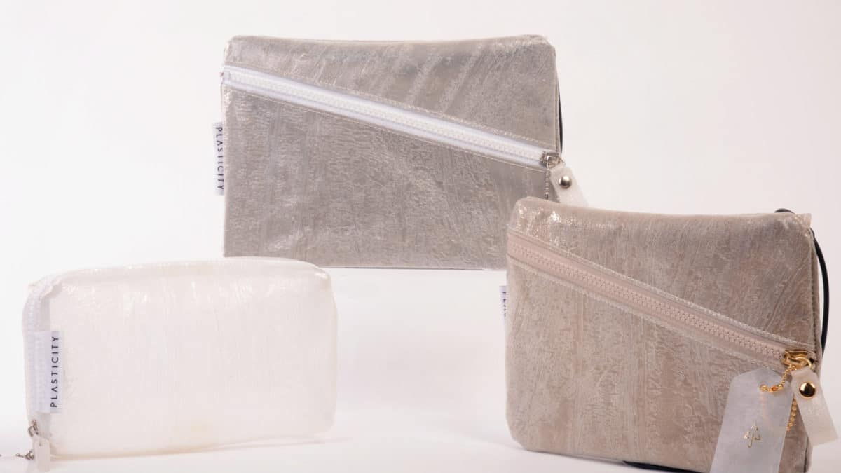 PLASTICITY、インテリアブランドCassina ixc.とのコラボアイテムを発売。廃棄ビニール傘と家具の残布を再利用