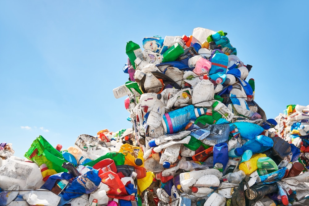 欧州委、EUからOECD非加盟国へのプラスチック廃棄物輸出を禁止。バーゼル条約附属書改正の要求を超える規則に