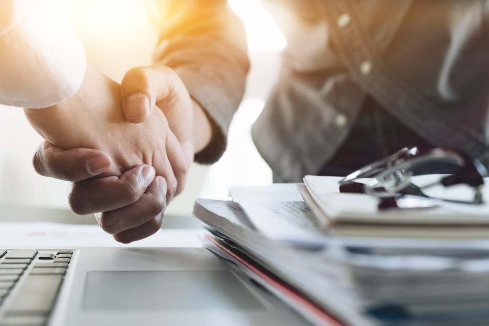 タケエイとリバーホールディングスが経営統合。売上高1000億円企業を目指す