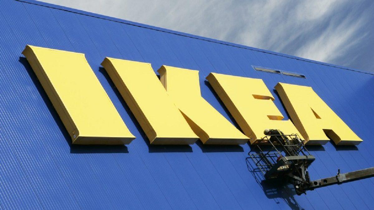 イケア、蘭MUD Jeansのリサイクルデニムを使用したソファカバーを欧州で販売