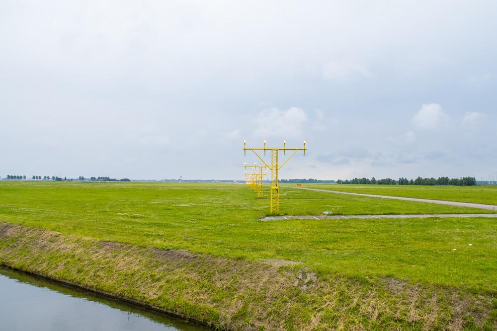 蘭スキポール空港と米ECORⓇ、滑走路付近に生える草を用いたパネルの生産を発表