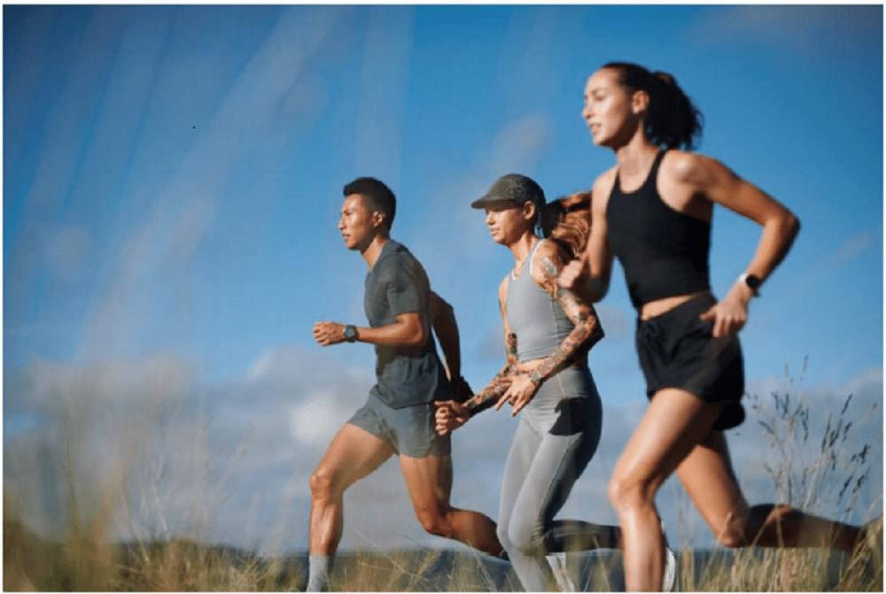 オールバーズ、カーボンフットプリント表示のスポーツウェアコレクションを発売開始。天然素材を使用