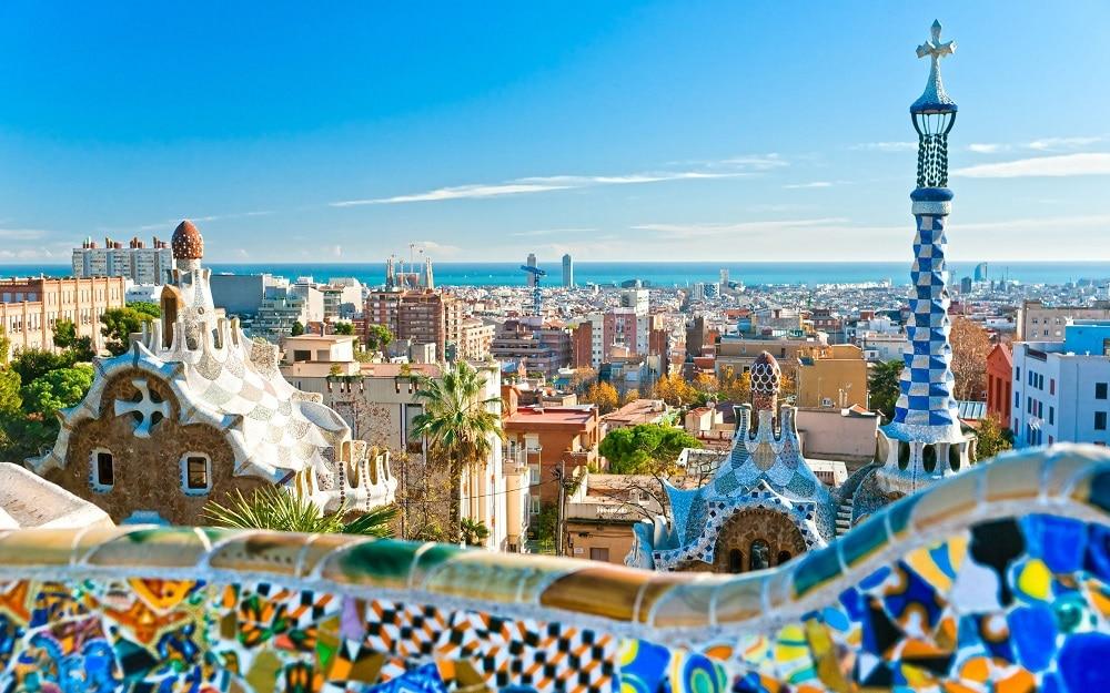 バルセロナ、ドーナツ経済採用に向け研究開始。安全で公正な未来を目指す
