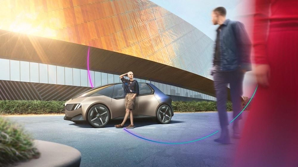 BMWのコンセプトカー「iビジョン・サーキュラー」は100%リサイクル可能。分解を意識した設計